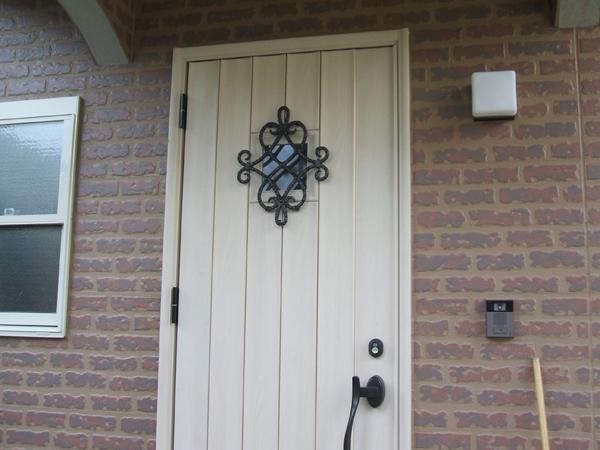 重厚感あるとってもオシャレな玄関ドア