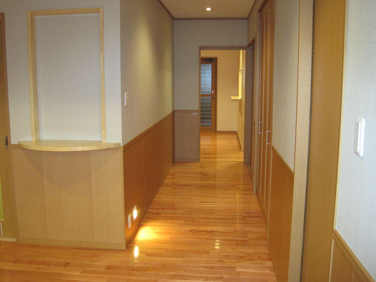 ホールからリビングへ向かう廊下 ここも広々