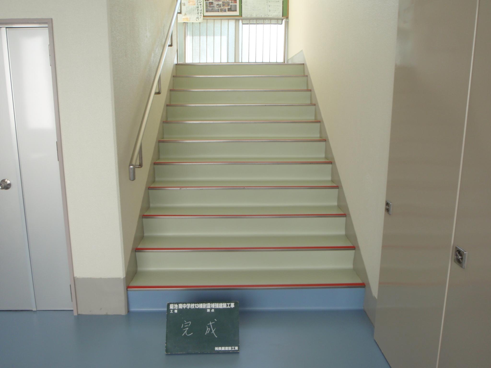 階段の床シート張替