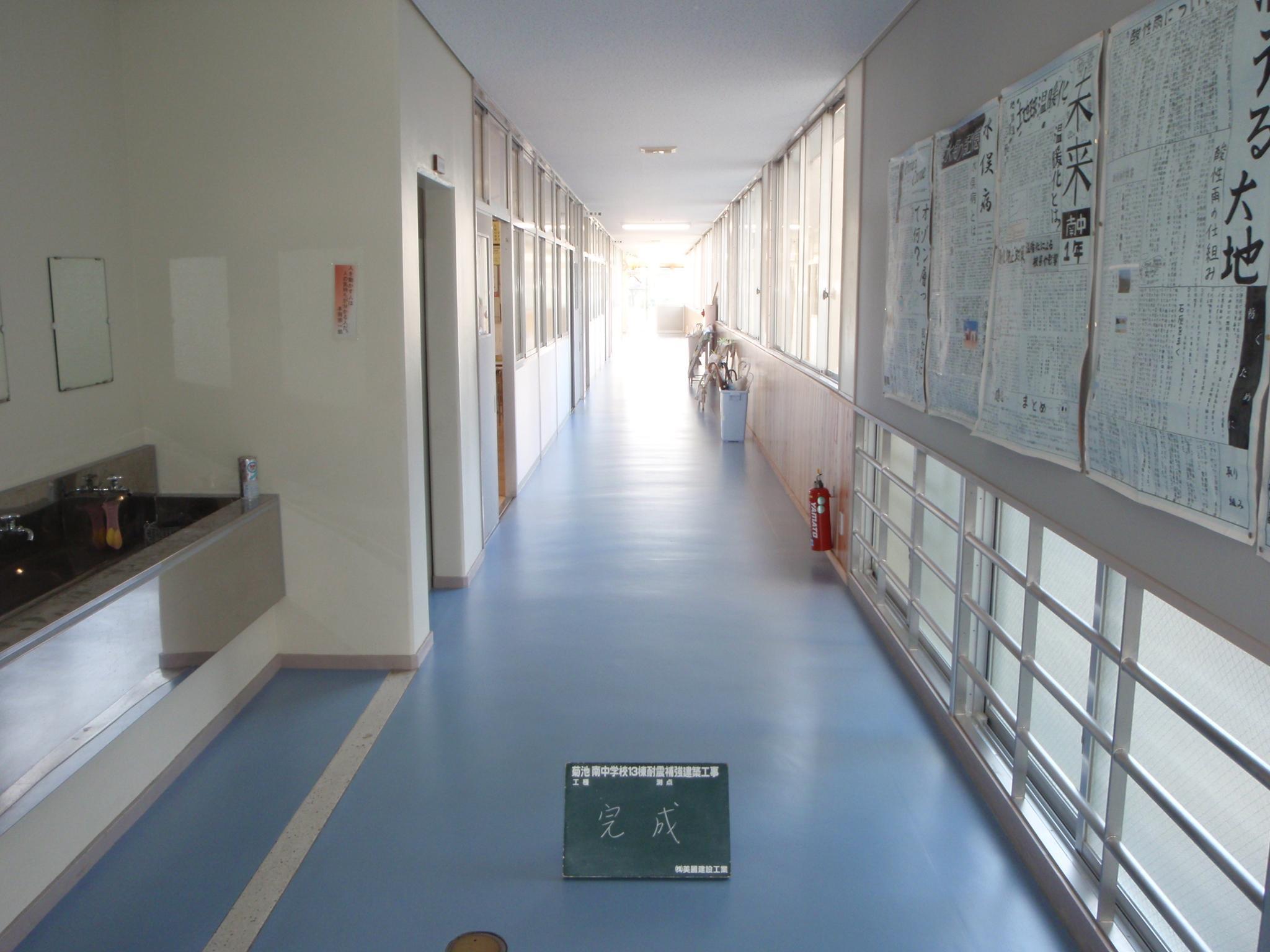廊下の床シート及び天井の張替