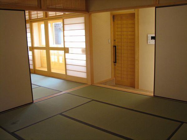 和室8帖から玄関側を