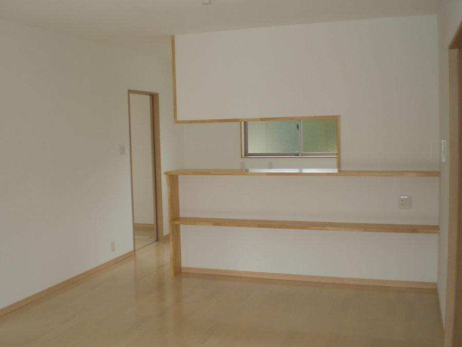 キッチンカウンター 棚を2段にして収納力アップ