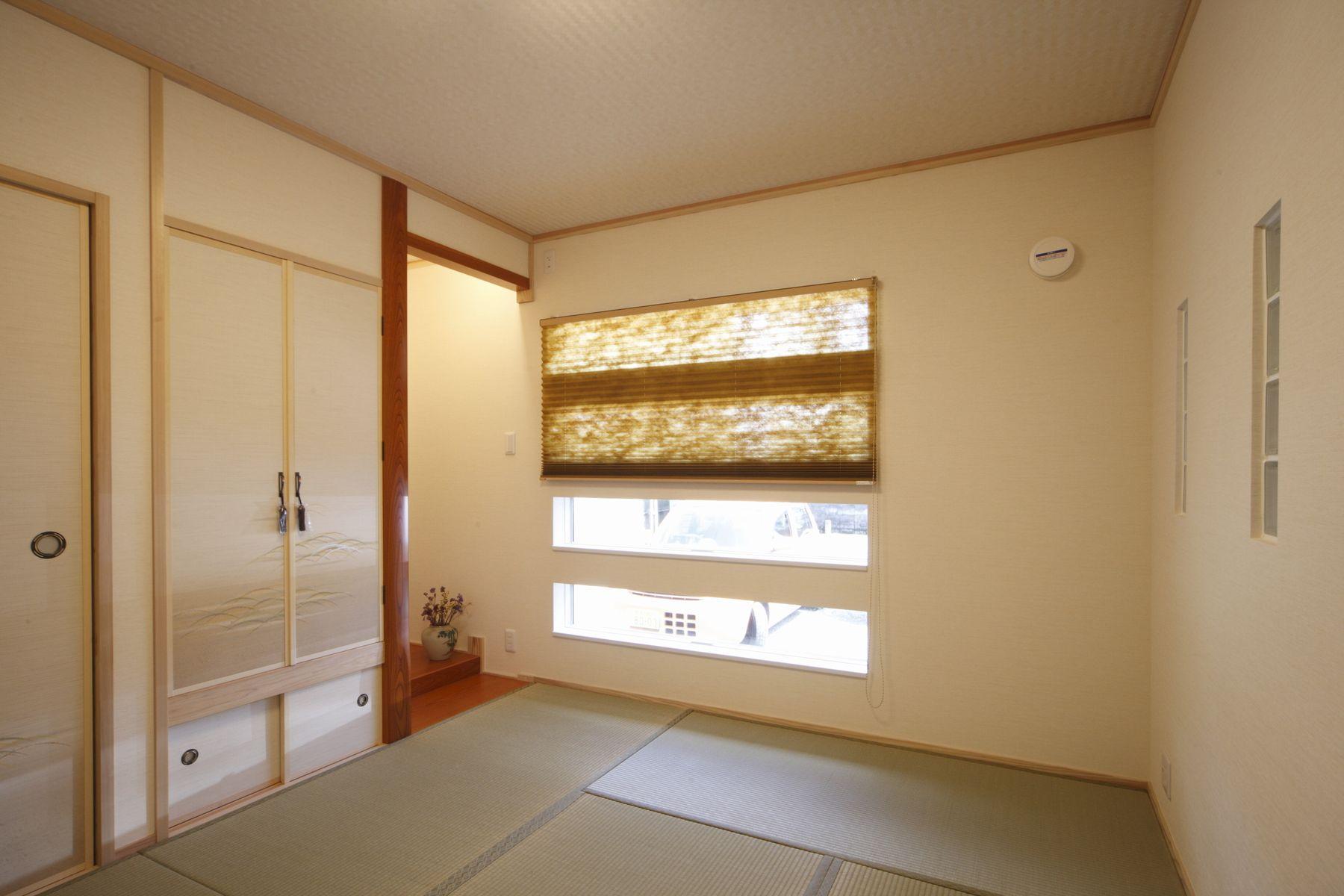 連想窓を使った和室