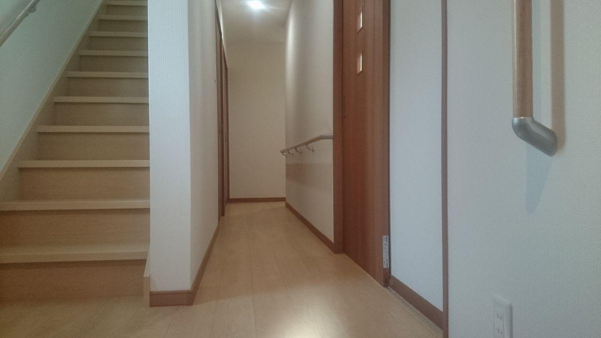 1階廊下 お母様に配慮した手すりを設置