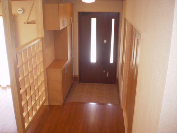 階段から玄関ホールを
