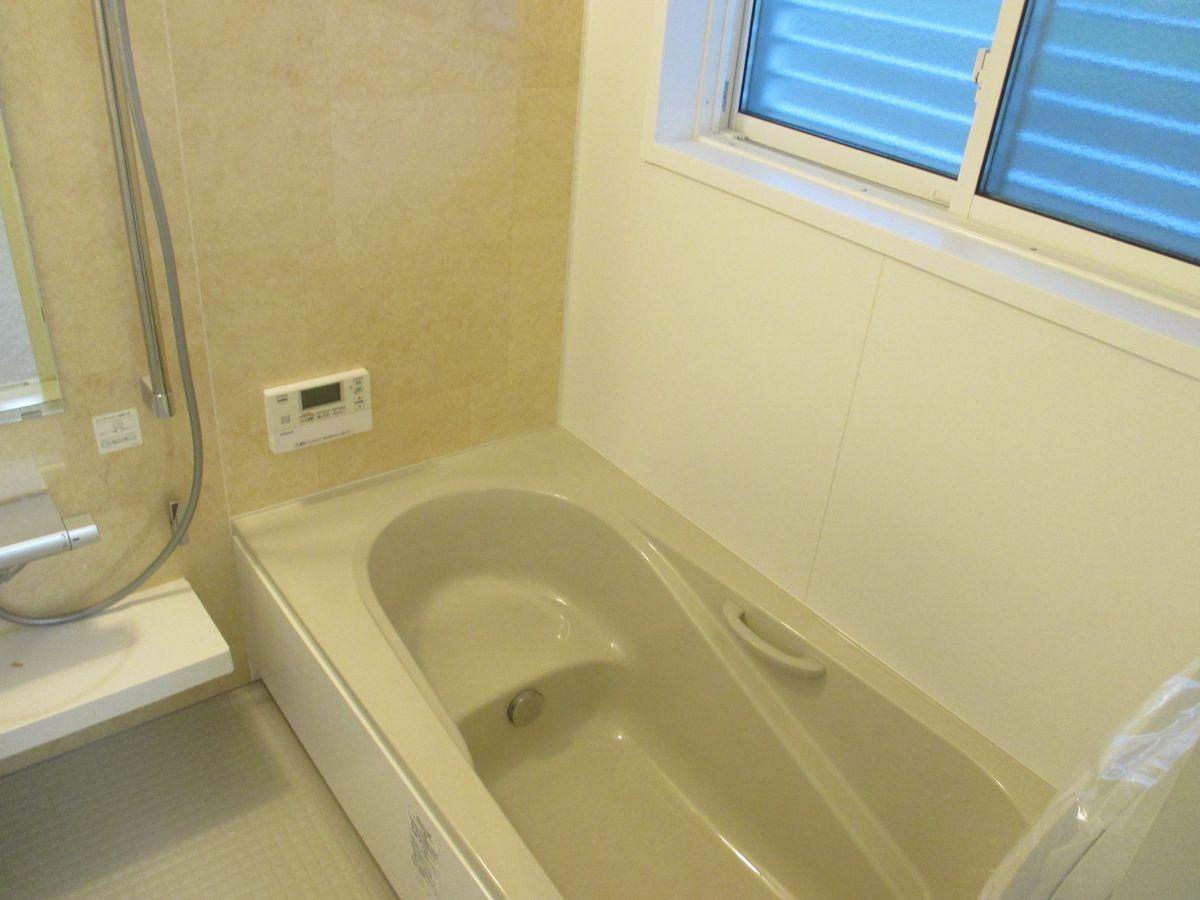 浴室 窓には可動ルーバー