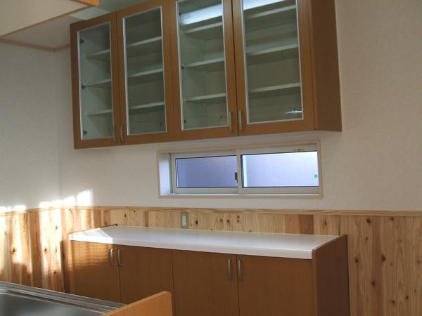 キッチンにもたっぷり収納できる大き目の棚