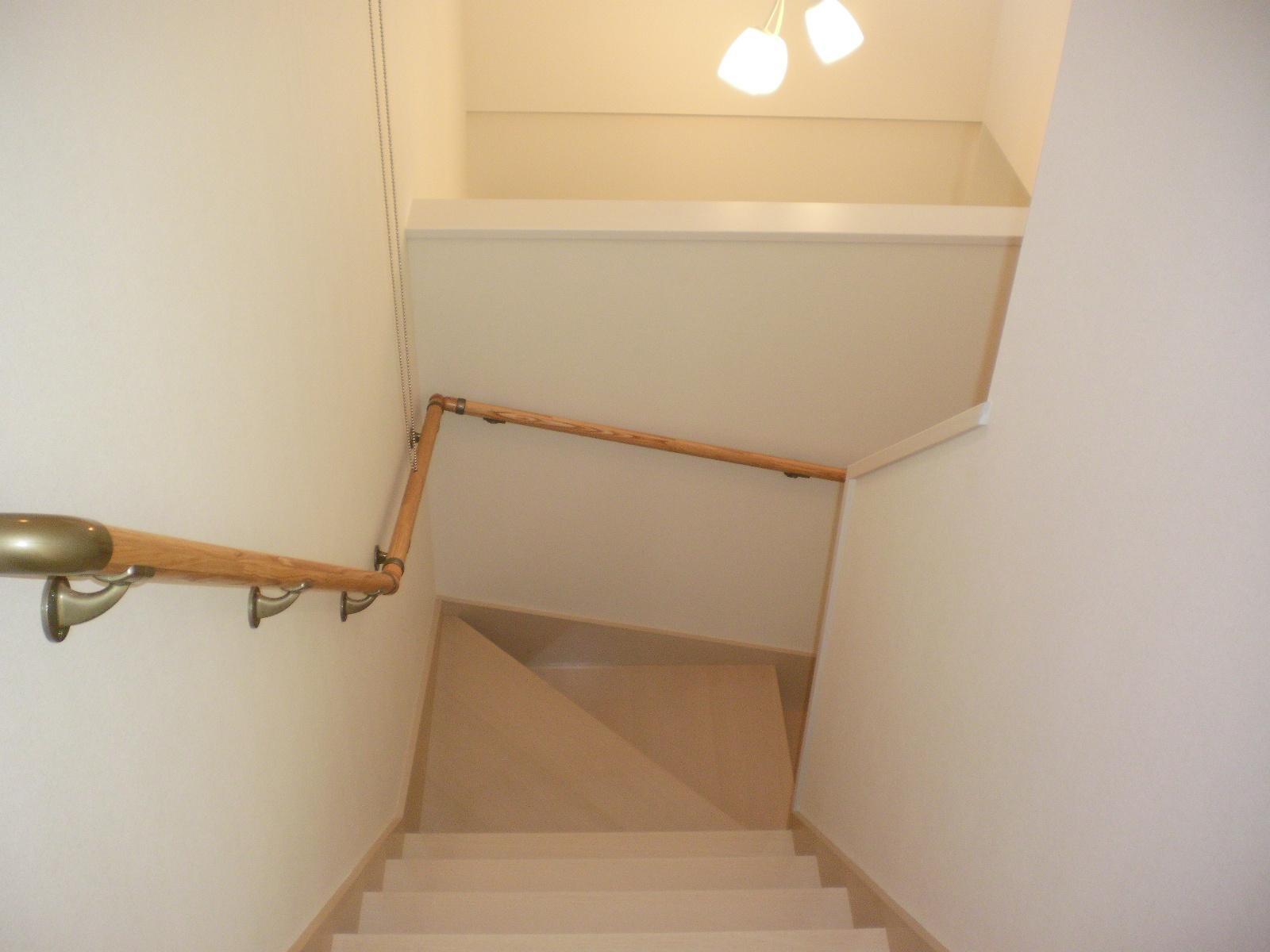 2階階段より吹抜けを 広い空間で開放的に!!