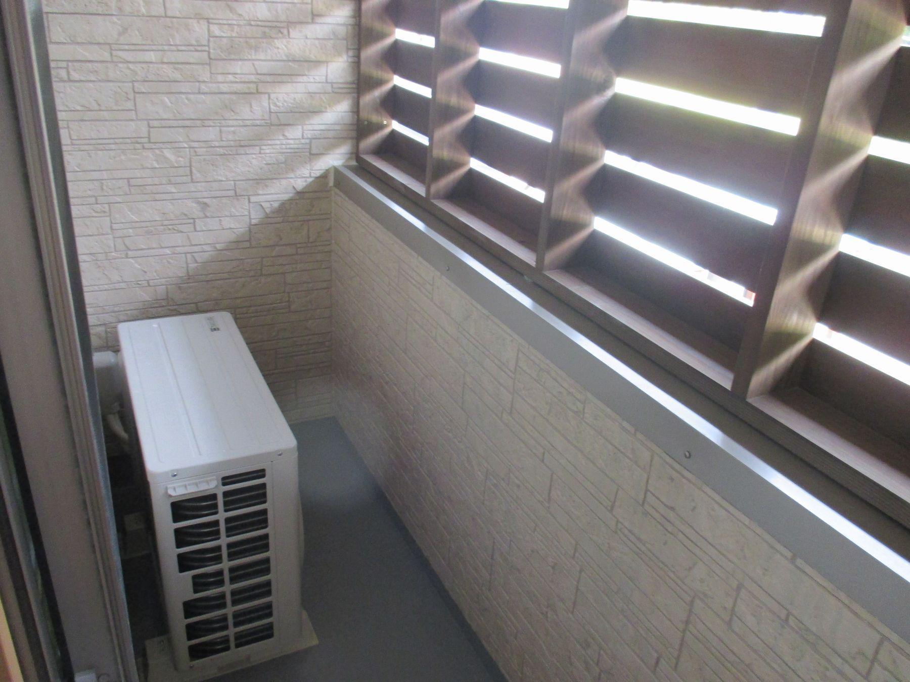 ルーバー内部(室外機置き場になっています)